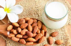 علاج تجاعيد الفم بماسك اللوز و الحليب