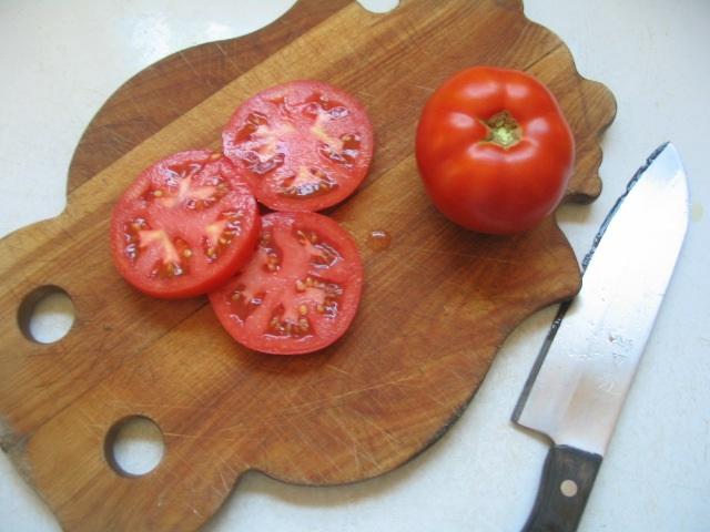 علاج البشرة الدهنية بالطماطم