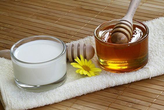 علاج البشرة الدهنية بماسكات العسل طبيعياً