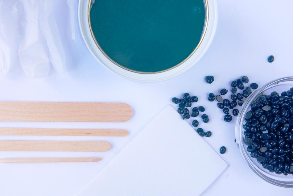 الشمع الازرق لازالة الشعر | تعرفي على مميزاته و سعره